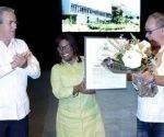 Diana Sedal, rectora de la institución, recibió el diploma de manos de José Ramón Saborido, titular del ministerio de Educación Superior