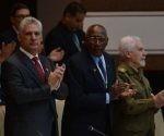 Miguel Díaz-Canel Bermúdez junto a Salvador Valdés Mesa electos nuevos presidente y vicepresidente, respectivamente de los Consejos de Estado y de Ministros de Cuba. Foto: ACN