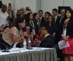 La airada protesta también estuvo dirigirá contra el secretario general de la Organización de Estados Americanos (OEA), Luis Almagro.