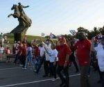 Esteban Lazo preside el desfile del 1º de Mayo en Santiago de Cuba