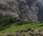 La nube de ceniza volcánica llegada desde Guatemala amenaza hoy los niveles satisfactorios de calidad del aire en San Salvador. Foto: Twitter Sismologia Mundial