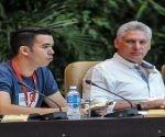 Miguel Díaz- Canel, presidente de los Consejos de Estado y de Ministros de Cuba, y Raúl Alejandro Palmero, presidente de la Federación de Estudiantes Universitarios (FEU), durante la Sesión Plenaria y Clausura del IX Congreso de la Federación de Estudiantes Universitarios (FEU)