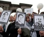 Familiares y amigos de los tres periodistas ecuatorianos exigen justicia y el cese a la violencia en la frontera colombo-ecuatoriana. Foto: Teleamazonas