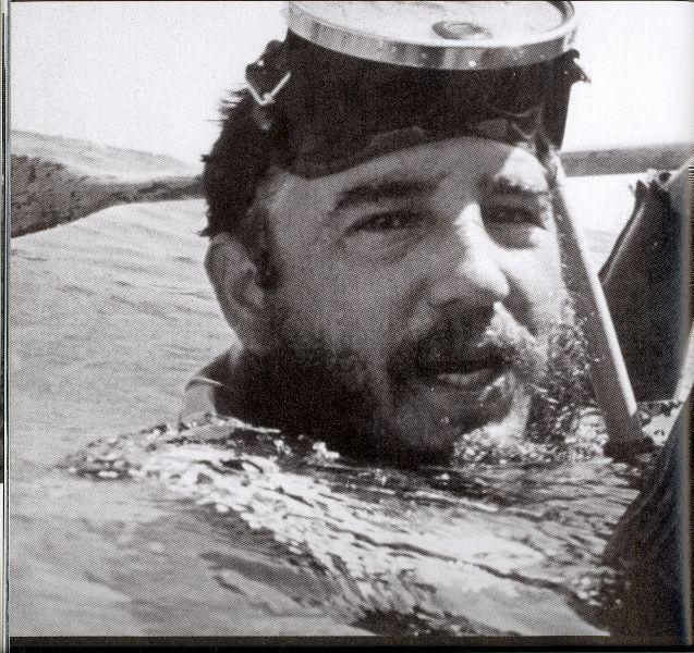 Fidel en el mar después de una inmersión subacuática. Siempre ha sentido pasión por la actividad deportiva acuática, 1960. Sitio Fidel Soldado de las Ideas