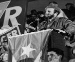 Fidel en la clausura de la Primera Plenaria Nacional del Inder.i Al pie de la tribuna, José Llanusa, entonces titular del organismo deportivo