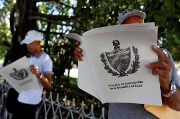 Nueva Constitución: espacio para fortalecer los vínculos entre la isla y su emigración