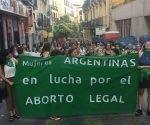 Senado de Argentina niega proyecto para legalizar el aborto
