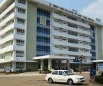 El Hospital de la Amistad Vietnam-Cuba, en Dong Hoy, también ha quedado como un símbolo de la solidaridad entre las dos naciones. Fue construido por cubanos y vietnamitas de la brigada Nguyen Viet Xuan, que a su vez formaba parte del contingente Ho Chi Minh. La instalación fue inaugurada el 9 de septiembre de 1981.