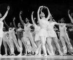 Alicia Alonso en el desfile inaugural del x Festival Internacional de Ballet 1986. Foto: Jorge Valiente.