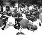 Fidel en un recorrido por la ciudad del Cobre.
