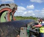 Conductora de agua potable en Cuba