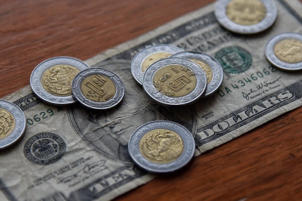 Elimina Cuba gravamen al dólar estadounidense